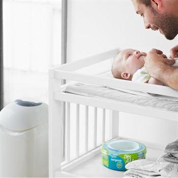 vader-met-baby-luieremmer