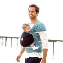 Een draagdoek biedt een ondersteuning aan nek, hoofd en rug van de baby en verdeelt de baby's gewicht over het gehele doek.