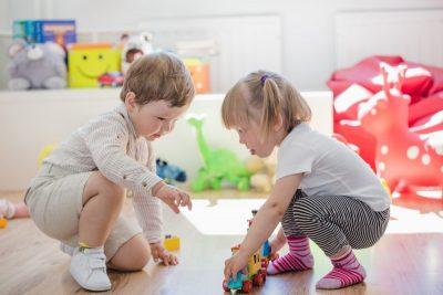 waarom speelgoed voor 2 jarige belangrijk is.