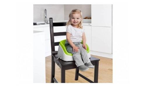 een soort stoelverhoger is er een zonder extra ondersteuning aan de rug van je kind.