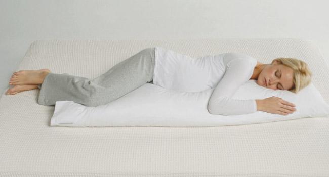 hoe slaap je op een rechte zwangerschapskussen
